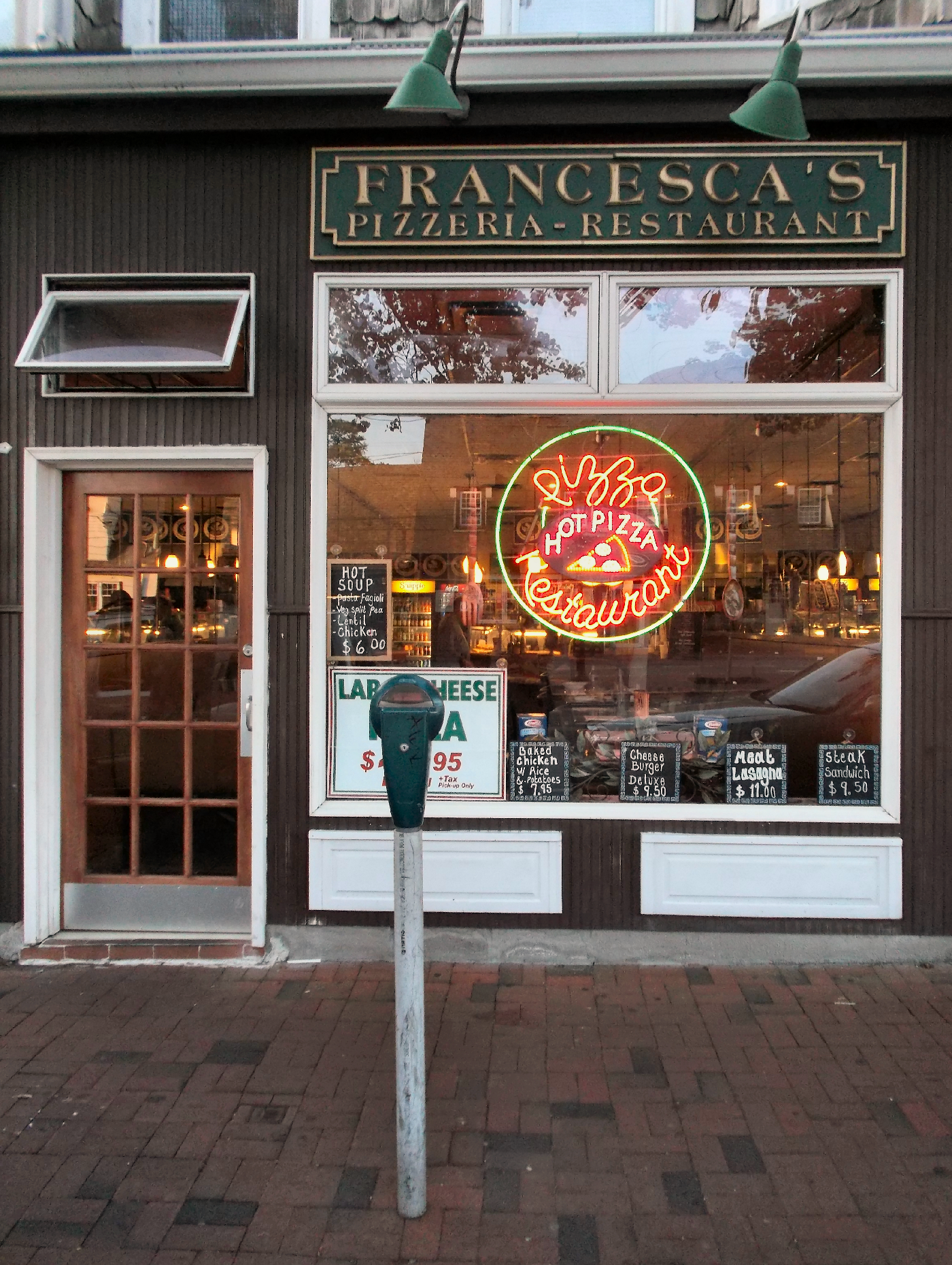 The BEST Pizza in Great Neck! Francesca's Pizzeria and Restaurant in Great Neck Plaza, NY